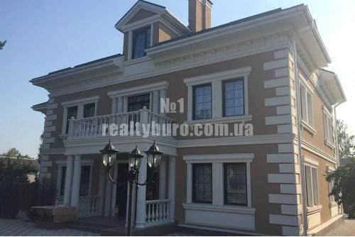 Новый дом с классическим ремонтом на дамбе