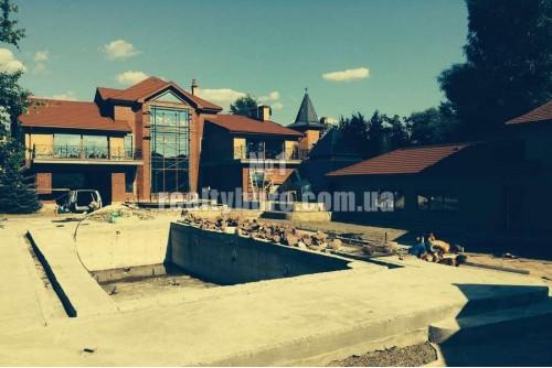 Новый дом на дамбе с выходом на реке Козинка