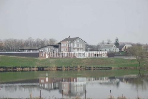 Классическая загородная усадьба в посёлке Красное
