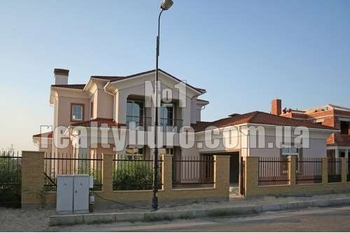 Новый дом после ремонта с выходом на реку Днепр