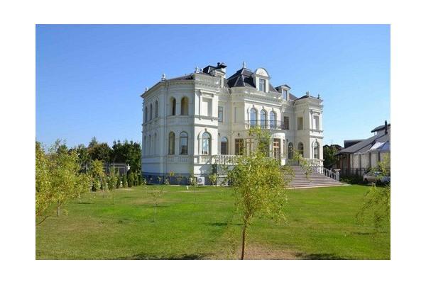 """Новый дом в стиле французского Шато в городке """"Золотые Ворота"""""""